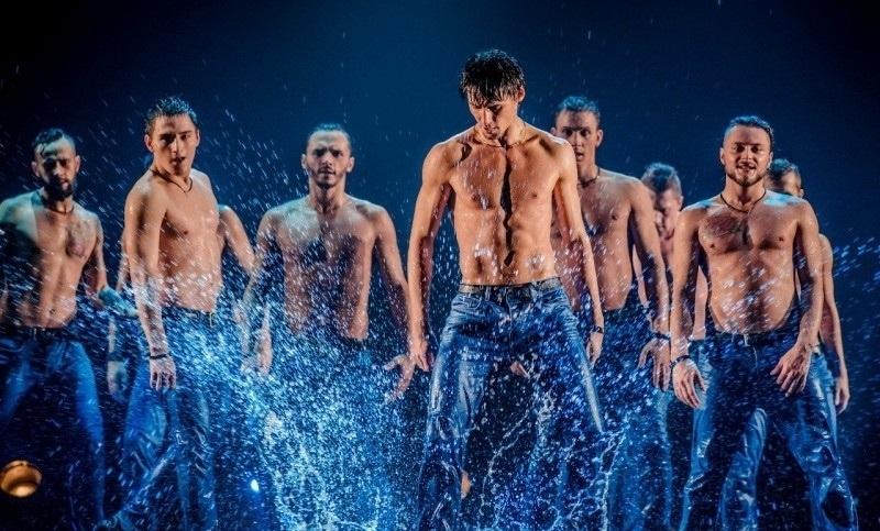 Билеты самара шоу под дождем афиша пермь театры купить билет